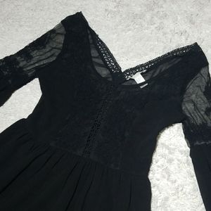 Forever 21 lace accent long bubble sleeve dress Sm